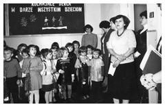 Zdjęcie nr 6 z historii przedszkola - grupa dzieci z przedszkolankami