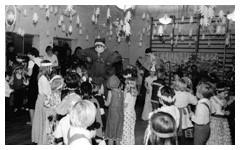 Zdjęcie nr 7 z historii przedszkola - grupa dzieci na spotkaniu z Św. Mikołajem